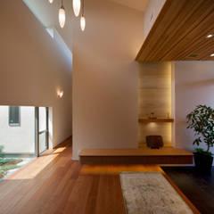 ระเบียงและโถงทางเดิน by 株式会社田渕建築設計事務所