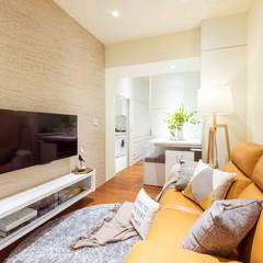 純白簡約  機能小套:  客廳 by 沙瑪室內裝修有限公司