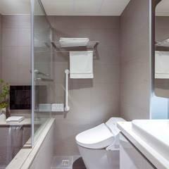 純白簡約  機能小套:  浴室 by 沙瑪室內裝修有限公司