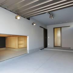 Prefabricated Garage by 株式会社田渕建築設計事務所