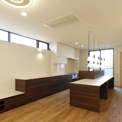 Built-in kitchens by 株式会社田渕建築設計事務所
