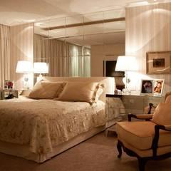 Phòng ngủ nhỏ by Anne Báril Arquitetura