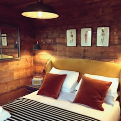 Tiger Lodge:  Bedroom by Building With Frames