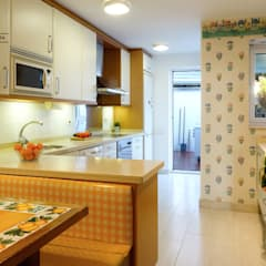 Built-in kitchens by A Primera Vista