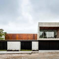 Nhà có sân thượng by Apaloosa Estudio de Arquitectura y Diseño