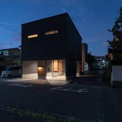 円光寺の家 内部と外部が繋がるミニマルな住宅: 家山真建築研究室 Makoto Ieyama Architect Officeが手掛けた一戸建て住宅です。