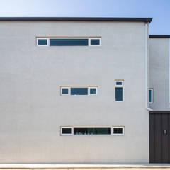 interior & architecture by INARK 대구 동구 동호동 아라하우스 대구 협소주택 소형주택 상가주택 전원주택 인아크 건축 설계 인테리어 디자인: inark [인아크 건축 설계 디자인]의  소형 주택,미니멀