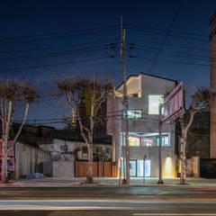 interior & architecture by INARK 대구 달서구 두류동 도담도담 하우스 대구 협소주택 소형주택 상가주택 전원주택 인아크 건축 설계 인테리어 디자인: inark [인아크 건축 설계 디자인]의  소형 주택,미니멀
