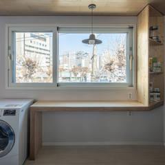 interior & architecture by INARK 대구 달서구 두류동 도담도담 하우스 대구 협소주택 소형주택 상가주택 전원주택 인아크 건축 설계 인테리어 디자인: inark [인아크 건축 설계 디자인]의  주방