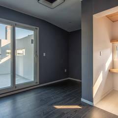 interior & architecture by INARK 대구 달서구 두류동 도담도담 하우스 대구 협소주택 소형주택 상가주택 전원주택 인아크 건축 설계 인테리어 디자인: inark [인아크 건축 설계 디자인]의  침실