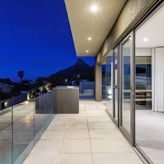 Apostles View:  Balcony by FRANCOIS MARAIS ARCHITECTS, Modern