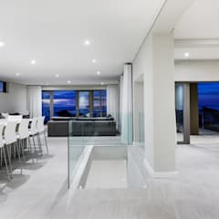 Apostles View:  Dining room by FRANCOIS MARAIS ARCHITECTS,