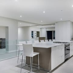 Apostles View:  Built-in kitchens by FRANCOIS MARAIS ARCHITECTS