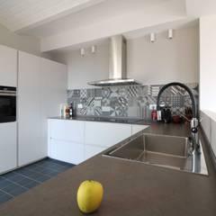 Built-in kitchens by Flavia Benigni Architetto