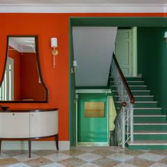 Загородный дом для большой семьи: Лестницы в . Автор – Atelier Interior,