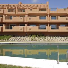 Garden Pool by Estudio de Arquitectura Juan Ligués