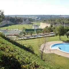مسبح حديقة تنفيذ Estudio de Arquitectura Juan Ligués