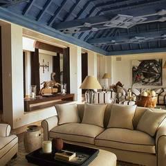 Dining room by Estudio de Arquitectura Juan Ligués