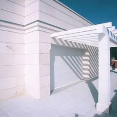 Calle Velázquez: Terrazas de estilo  de Estudio de Arquitectura Juan Ligués