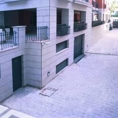 Balkon door Estudio de Arquitectura Juan Ligués
