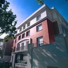 Calle Velázquez: Casas unifamilares de estilo  de Estudio de Arquitectura Juan Ligués