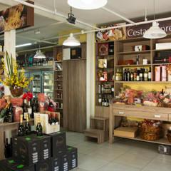 Armazém do queijo - Empório Gourmet Espaços gastronômicos industriais por RHAJA ARQUITETURA Industrial