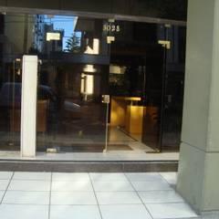 HALL WINDOW GARDEN: Casas multifamiliares de estilo  por GR Arquitectura,Moderno Vidrio