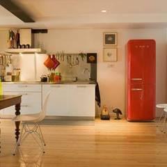 Loft Design > Kitchen: Cozinhas pequenas  por IN PACTO