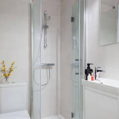 Reforma cocina puerta de cristal: Baños de estilo  de Basoa Decoración