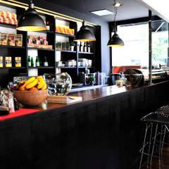 RESTAURANTE JAPONES: Locales gastronómicos de estilo  de Maria Petite