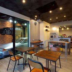 SHOWCASE_商業_01: WhOが手掛けたオフィススペース&店です。,インダストリアル