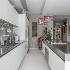 Tai Tam House:  Kitchen by Original Vision