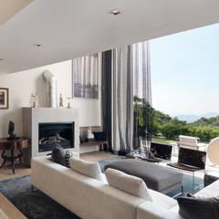 Peak House:  Living room by Original Vision