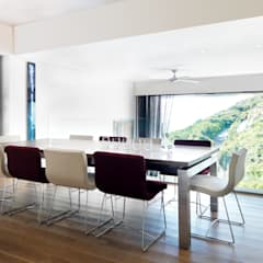 Peak House:  Dining room by Original Vision