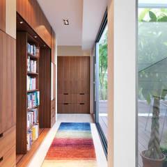 Clearwater Bay Villa:  Corridor & hallway by Original Vision, Modern