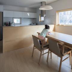 담온가: 소하  건축사사무소    SoHAA의  다이닝 룸