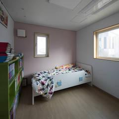 담온가: 소하  건축사사무소    SoHAA의  아이방,모던