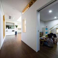 소복소복하우스: 소하  건축사사무소    SoHAA의  복도 & 현관