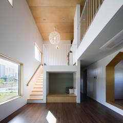 소복소복하우스: 소하  건축사사무소    SoHAA의  거실