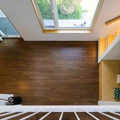 소복소복하우스: 소하  건축사사무소    SoHAA의  바닥