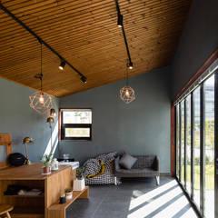 소복소복하우스: 소하  건축사사무소    SoHAA의  발코니