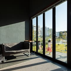 Balcony by 소하  건축사사무소    SoHAA,