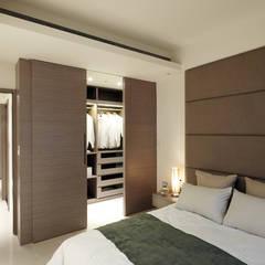 不用櫥櫃改用更衣室讓空間更加簡約大方: 現代  by 鼎爵室內裝修設計工程有限公司, 現代風