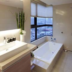 Bathroom by 鼎爵室內裝修設計工程有限公司