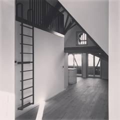 Eingangbereich Wohnung:  Wohnzimmer von quartier b architekten gmbh