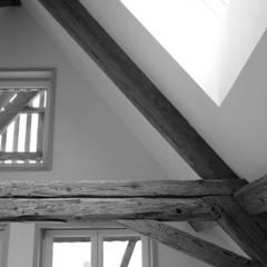 Detail Dachfenster:  Wohnzimmer von quartier b architekten gmbh