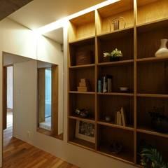 混構造の家リノベーション: アトリエ スピノザが手掛けた書斎です。