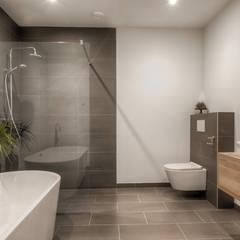 Villa Roosendaal:  Badkamer door lab-R | architectenbureau