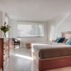 Renovatie appartement Rotterdam:  Slaapkamer door lab-R | architectenbureau, Mediterraan