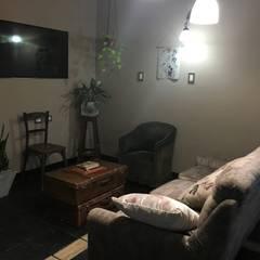 Espacio de sentado / TV.: Livings de estilo  por Se Camper Design
